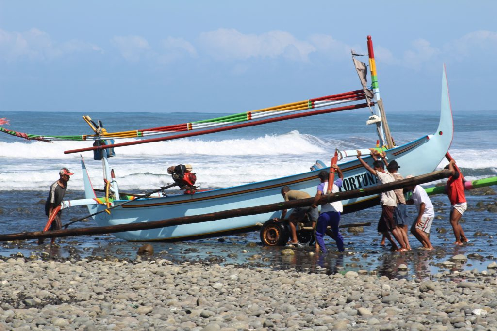 Fishermen on Medwei beach