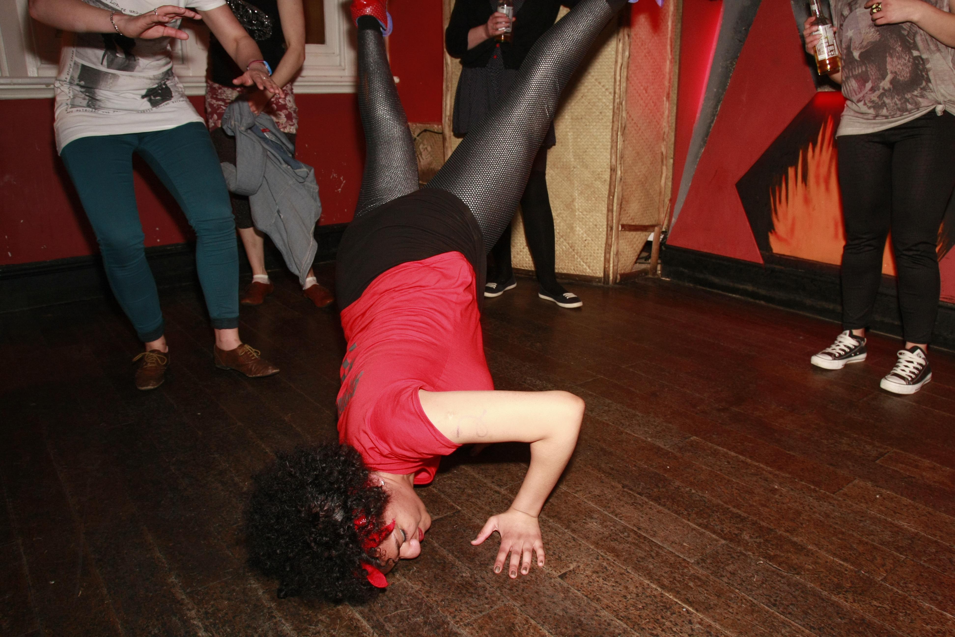 Afronaut break dancing